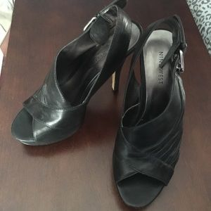 Nine West black leathwr